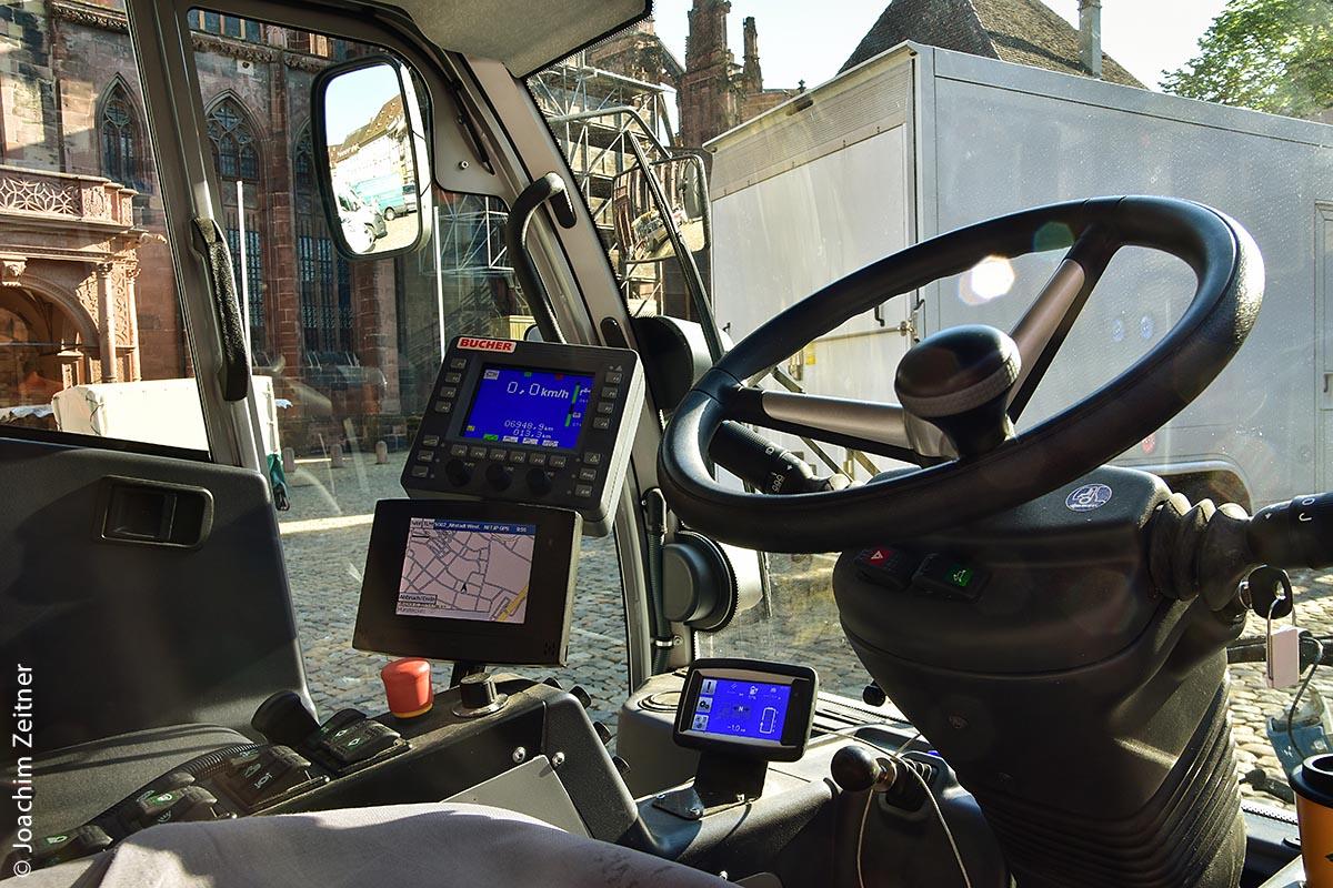 Cockpit des Kehrfahrzeuges Bucher CityCat 2020ev