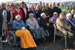 Aussteller, Politiker, Organisatoren und Bewohner des Stiftungs-Alten- und Pflegeheims gestalteten den Marktplatz der Pflege aktiv mit.