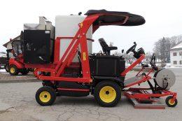 Eine neue Kombinationsmaschine gegen Unkraut wurde von Radlmaier aus Ferrari-Mäher und Keckex-Heißwasserdampf-Erzeuger entwickelt.