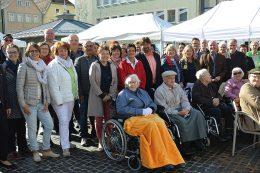 Strahlende Herbstsonne, engagierte Aussteller, interessierte Bürger – der Marktplatz der Pflege mitten in Bad Neustadt an der Saale hatte alle Attribute einer gelungenen Veranstaltung.