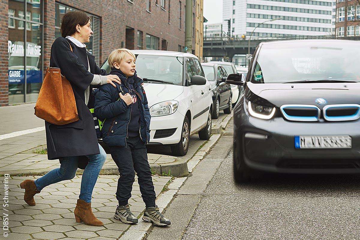 Geräuschlose Elektroautos bergen aber auch für Kinder eine große Gefahr.