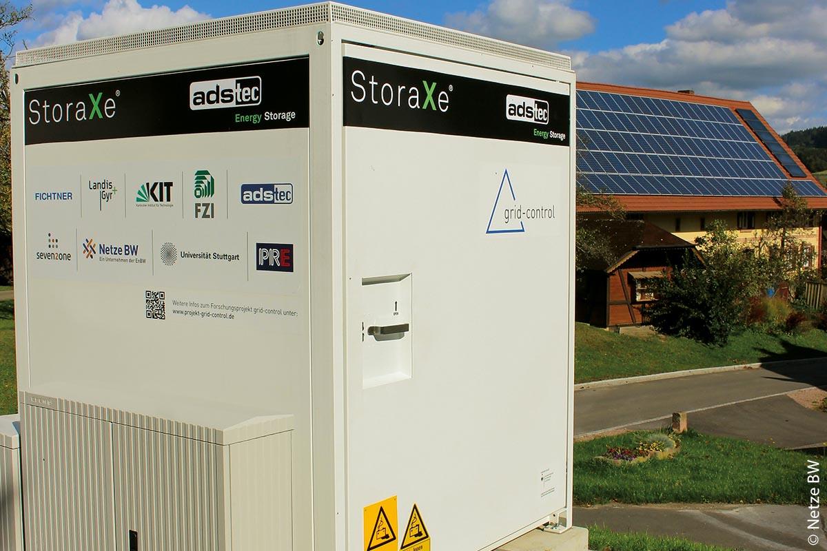 Beim Projekt Grid-Control ist ein so genannter Quartierspeicher neben Batteriespeichern in drei Privathaushalten benutzt worden.