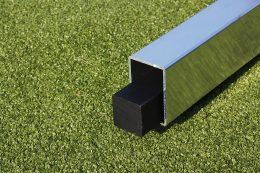 Integrierte Gewichte werden ab Werk in den Bodenrahmen der Tore integriert und entsprechen hinsichtlich des Gewichtes den Richtlinien der DIN/EN (TÜV) und GuV (Gemeinde-Unfall-Verbänden).