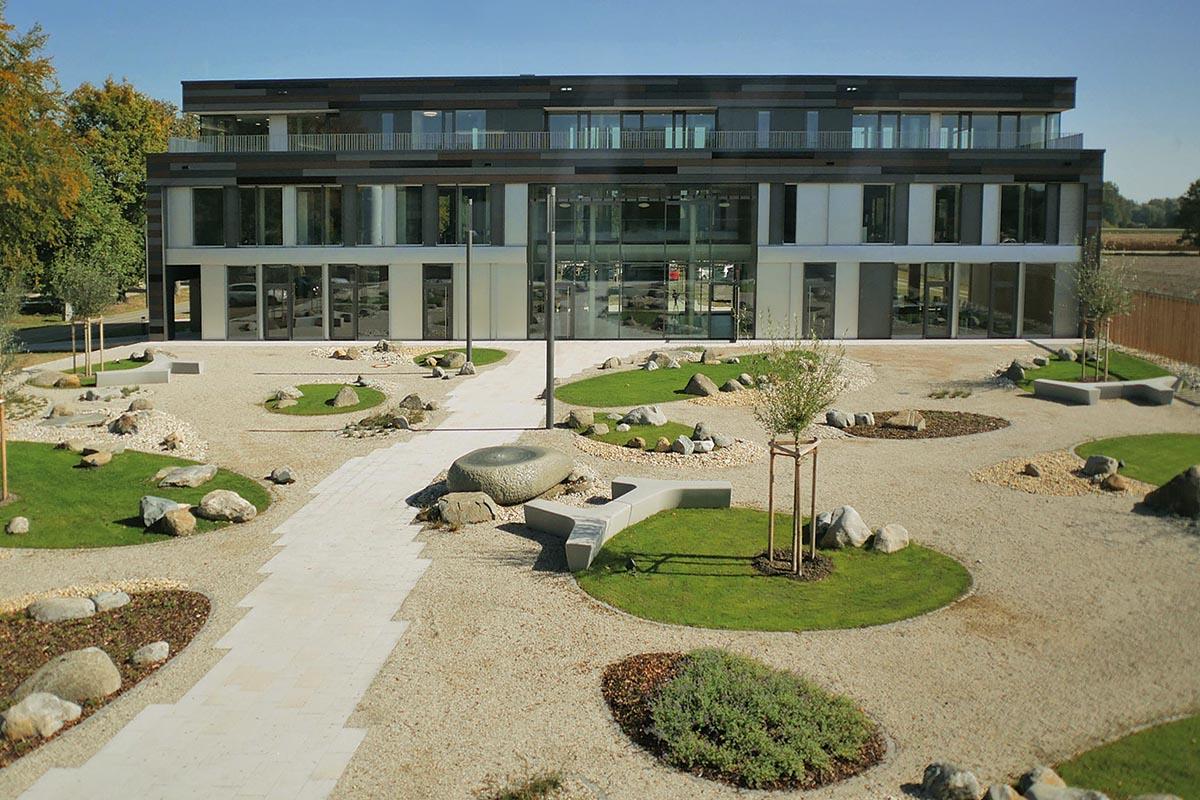 Das neue Gebäude von Waldwasser, der Wasserversorgung Bayerischer Wald, im Landkreis Deggendorf