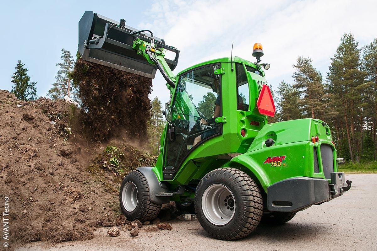 Einerseits kompakt, andererseits kraftvoll kann der AVANT Multifunktionslader auch im Landschaftsbau eingesetzt werden.