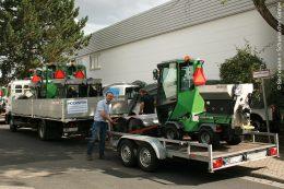 Eric Hollerbach vom Maschinenhändler L. + H. Hochstein nimmt die neuen ParkRanger-2150-Maschinen in Empfang.
