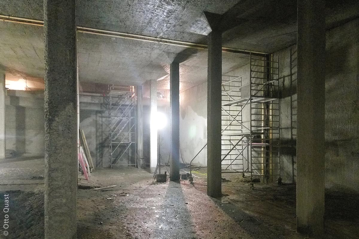 Die vorhandenen Decken-, Wand- und Bodenbeschichtungen des Hochbehälters, welche nach Jahren des Gebrauchs Abnutzungserscheinungen aufwiesen, mussten abgetragen und erneuert werden.