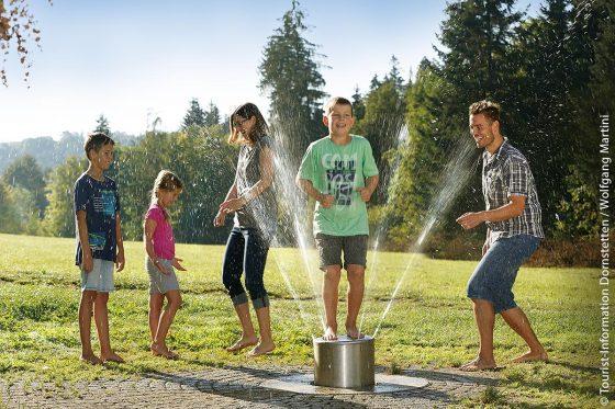 Die Wasserspiele gehören zu den reizvollsten Attraktionen im Barfußpark Dornstetten.