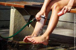 So, und jetzt nur noch die Füße waschen, damit sie wieder sauber sind.
