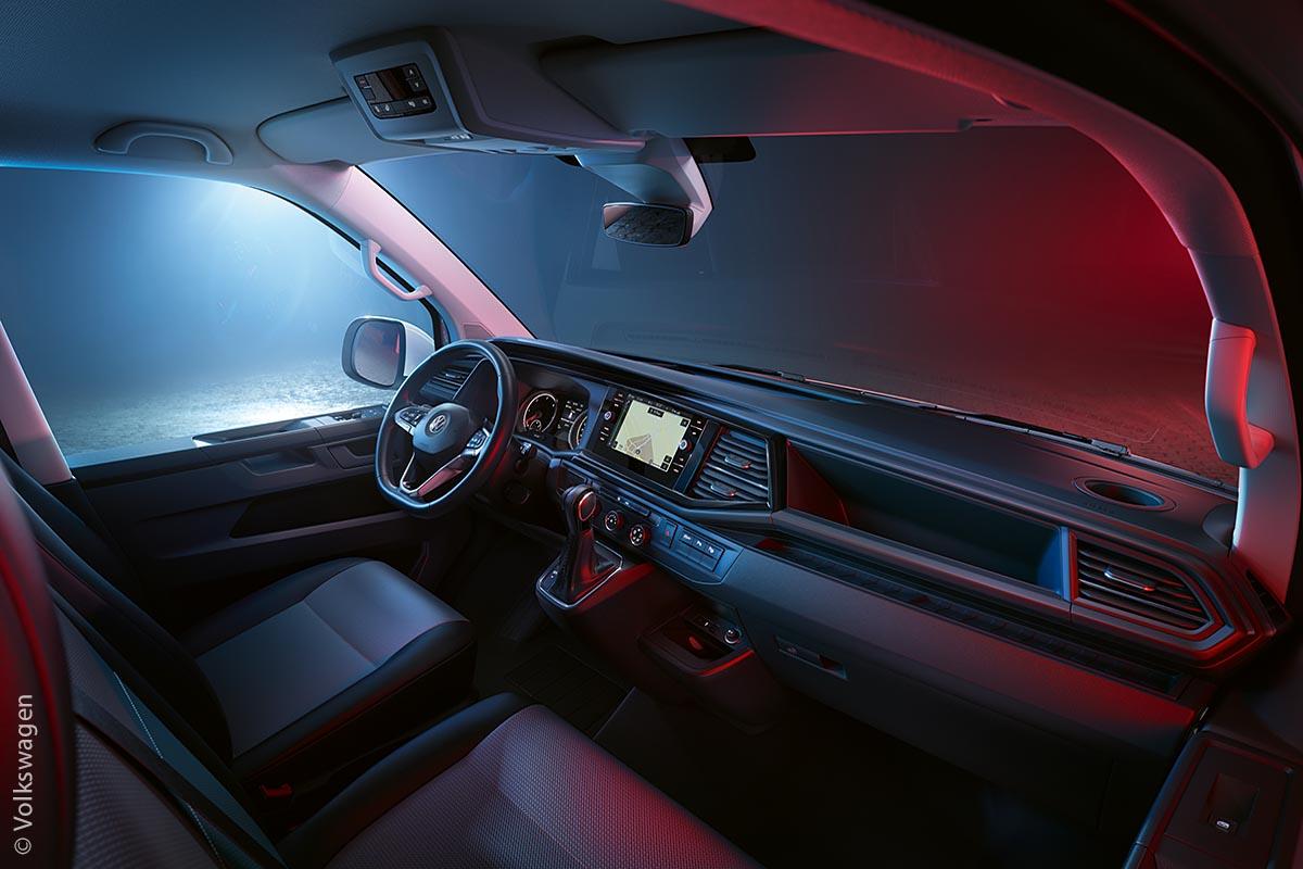 Das Cockpit des Multivans ist geräumig und erlaubt eine gute Übersicht.