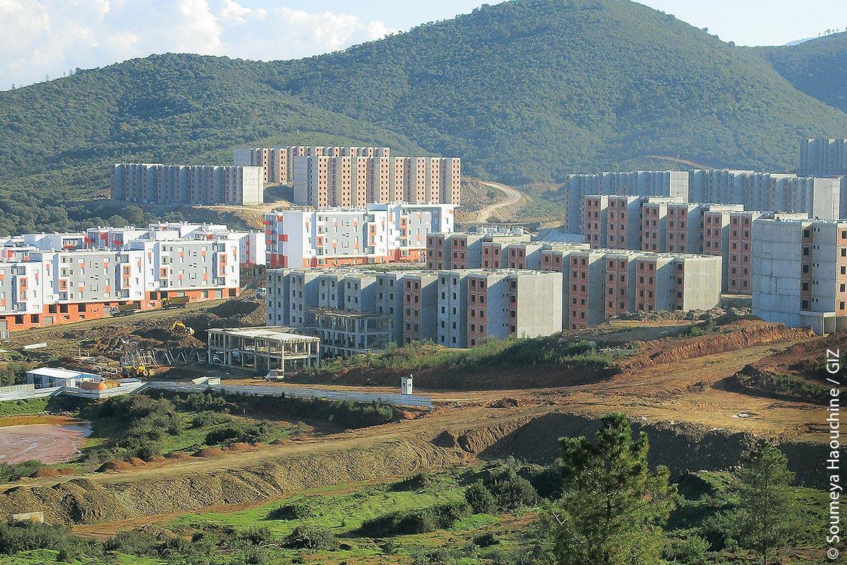 Blick auf das groß angelegte Neubauprojekt Annaba Drâa Errich