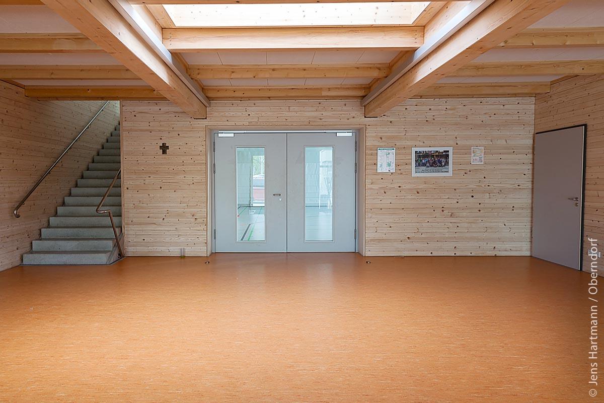 Das Konzept der Beffendorfer Halle zeichnet sich dadurch aus, dass alle Sortimente, die beim Weißtanne-Einschnitt entstanden sind, im Gebäude Verwendung fanden. Hierdurch wurde ein hoher Beitrag zu Klimaschutz und Ressourceneffizienz erreicht.