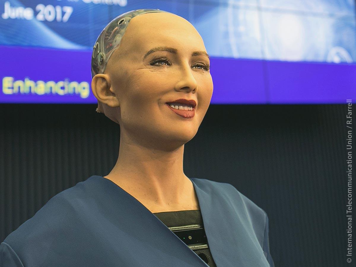 International bekannt wurde Sophia durch ihr im Vergleich zu bisherigen Robotervarianten besonders menschliches Aussehen und Verhalten. Gemäß den Angaben des Herstellers besitzt Sophia künstliche Intelligenz.