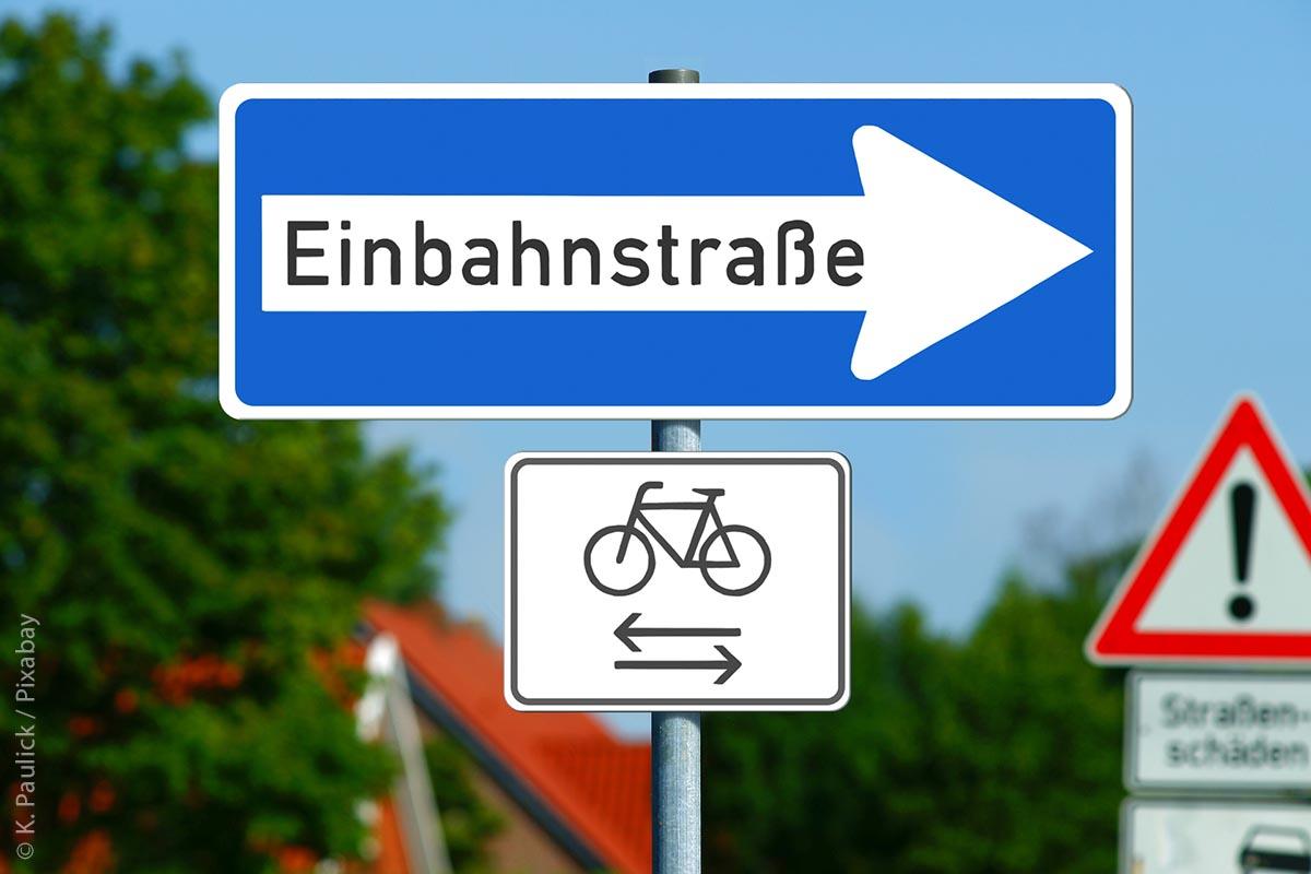 """Ein typisches Beispiel aus der täglichen Arbeit der AGFK-BW thematisiert das Faktenblatt """"Einbahnstraßen"""", das zeigt, wie dank einer möglichen Öffnung von Einbahnstraßen die Situation für die Radfahrer verbessert wird."""