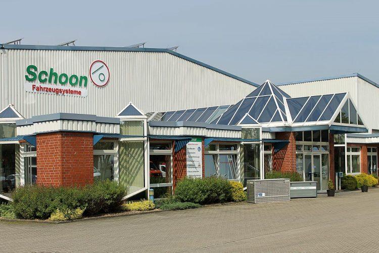 Die Firmenzentrale von Schoon Fahrzeugsysteme & Metalltechnik liegt in Wiesmoor, im ostfriesischen Landkreis Aurich.