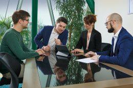 Personal und Arbeitgeber können sich auf eine exakte, logische und faire Stundenabrechnung verlassen und haben jederzeit den vollen Überblick über Auswertungen, Tabellen und Anträge.