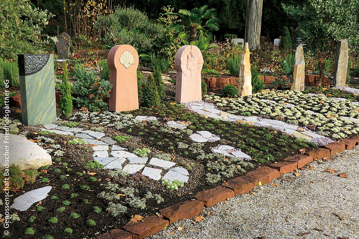 """Als bundesweit erste Stadt hat Heidelberg einen sogenannten """"Erinnerungsgarten der Kulturen"""" eröffnet – ein Gemeinschaftsgrabfeld mit Grabstätten für Menschen aus unterschiedlichen Ländern, Kulturen oder Religionen."""