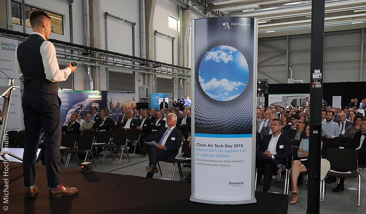 Der Clean Air Tech Day 2018 war ein Projekt der Stadt Augsburg und der Faurecia Clean Mobility mit etwa 200 Teilnehmern und 20 Ausstellern.