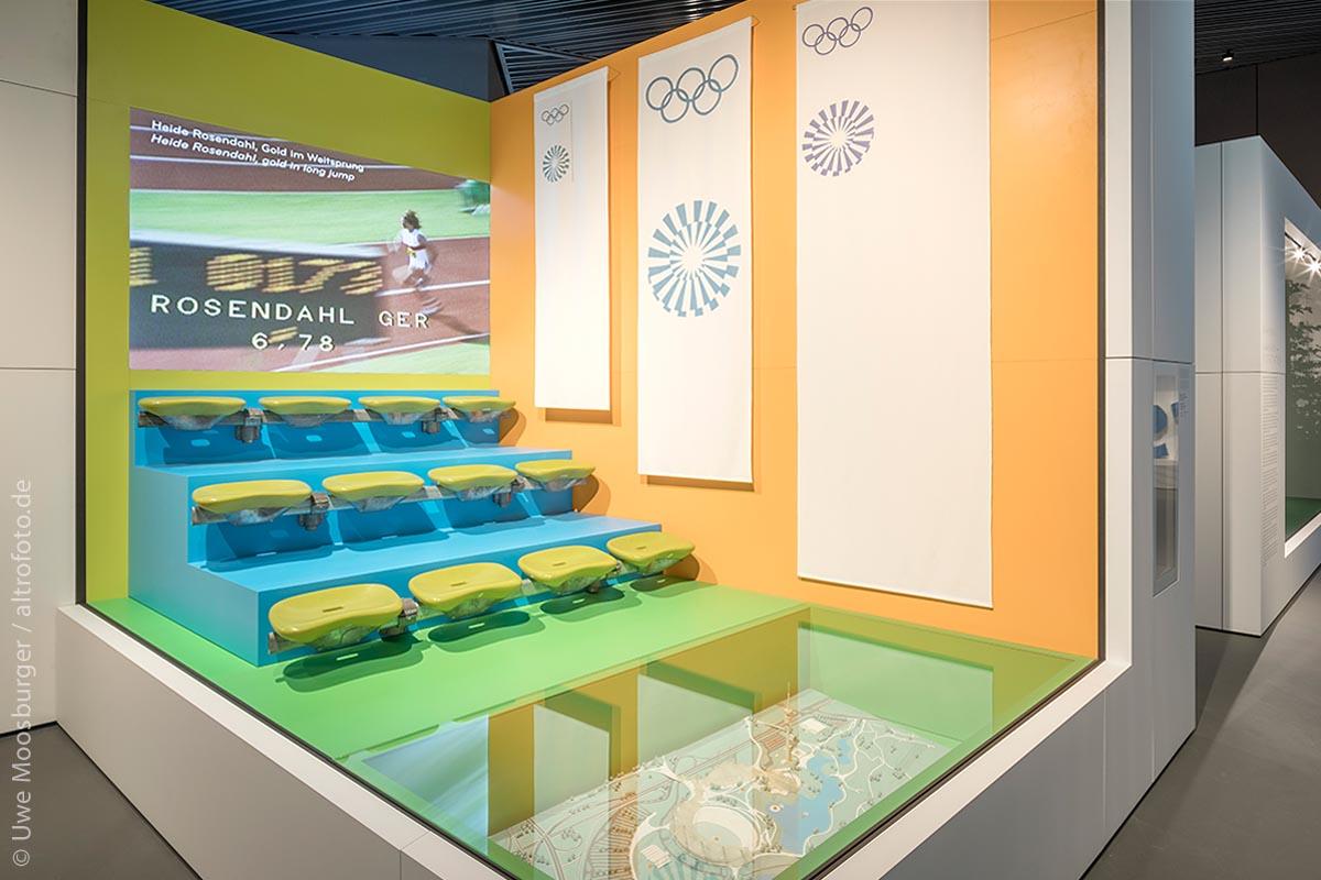 Diese Bühne erinnert an die Olympischen Sommerspiele, die 1972 in München stattfanden. Heide Rosendahl siegte damals im Weitsprung mit 6,78 m und errang die erste Goldmedaille für die Leichtathletik-Mannschaft der Bundesrepublik Deutschland.