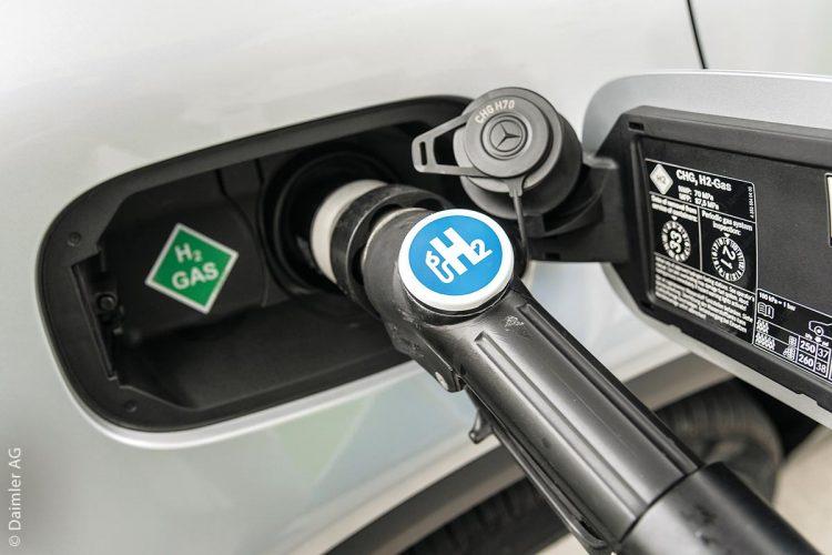 Etwa alle zwei Wochen eröffnen die Gesellschafter von H2 Mobility eine Wasserstoff-Tankstellenstation in Deutschland. In Nordrhein-Westfalen gibt es die meisten davon, aktuell 18, und in Bayern 16, gefolgt von Baden-Württemberg, wo bereits 13 Betankungsmöglichkeiten für emissionsfreie Brennstoffzellen-Autos geschaffen wurden. Die Partner gehen damit einen weiteren Schritt in Richtung flächendeckendes H2-Versorgungsnetz.