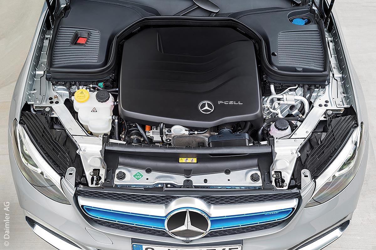 Mit der Brennstoffzelle als Motor des Autos wird Wasserstoff in elektrische Energie und Wärme umgewandelt. Der große Vorteil besteht darin, dass bei der Umwandlung weder Kohlendioxid noch Stickoxid entstehen. Zudem kann Wasserstoff auch mit regenerativ hergestelltem Strom produziert werden.