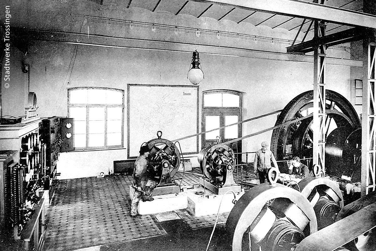 Der Generatorraum zeigt eindrucksvoll die Anfänge der Stromerzeugung. 1898 erbaute sich mit Trossingen eine Gemeinde von 3000 Einwohnern ein eigenes kleines Elektrizitätswerk, um eine Zugverbindung zum vier Kilometer entfernten Bahnhof zu schaffen.