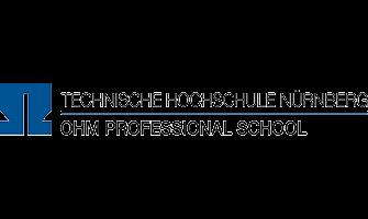 Logo der Technische Hochschule in Nürnberg. Das Logo besteht aus einem großen Buchstaben in dunkelblauer Schrift der gleichzeitig ein O, ein H und ein M in einem Symbol vereint. Dies steht für OHM Professional School und dies steht auch als Untertitel neben diesem blauen Logo rechts daneben.