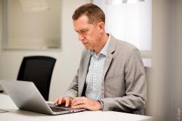 Mit modernen HR-Systemen haben Personalverantwortliche alle relevanten Kennzahlen auf einen Blick zur Hand und können so verlässlich planen.