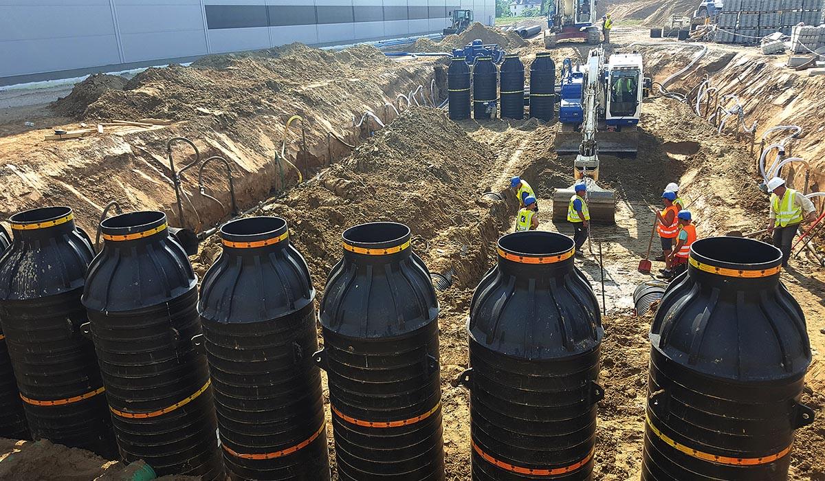 Sieben Sedi-Pipe-XL-Plus-Anlagen in paralleler Anordnung zur Niederschlagsbehandlung