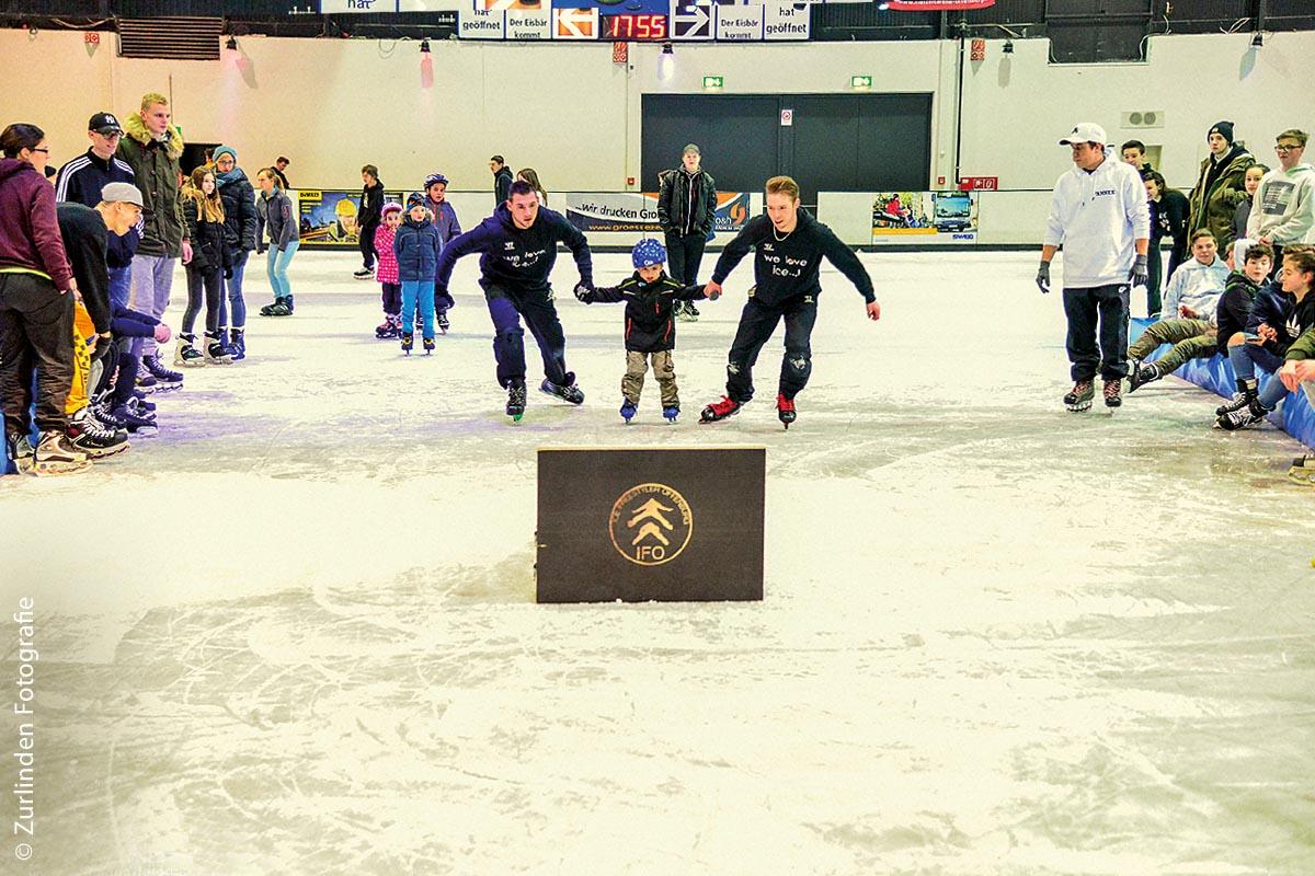 Eisspaß für die Kleinsten: In Offenburg gibt es immer dienstags im November und Dezember ein Familienangebot für Kinder unter 6 Jahren.