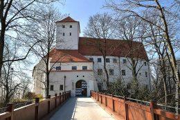 Nach Abschluss der Sanierungsarbeiten des Wittelsbacher Schlosses 2018 beherbergt es ein Museum mit laufend wechselnden Ausstellungen.