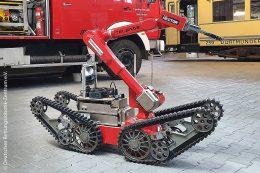 Der unbemannte Bodenroboter (UGV) ist für den Feuerwehreinsatz bereit.