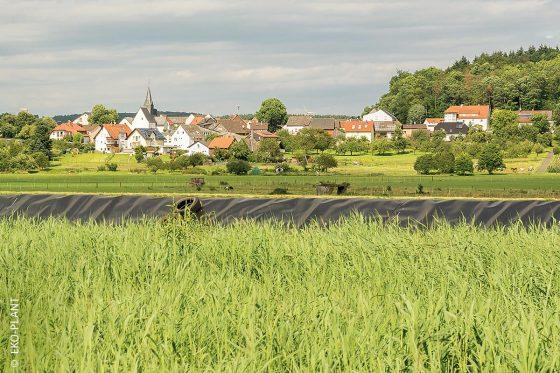 Klärschlammvererdungsanlagen – wie hier in Ober-Bessingen – fügen sich ideal in die Landschaft ein.