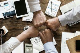 Angesichts komplexerer Rechtsvorschriften, der Digitalisierung sowie einem einhergehenden Fachkräftemangel müssen sich kommunale Ämter und Verwaltungen über kluge Modernisierungsprozesse auf die zunehmenden Veränderungen einstellen. Eine enge Zusammenarbeit mit anderen Stellen – auch mit externen Beratungsgruppen wie der Demografieagentur – kann hierbei sehr hilfreich sein.