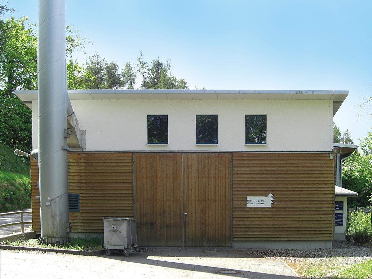 Vorderansicht des Heizhauses der HEG Heizwerk Eltmann GmbH
