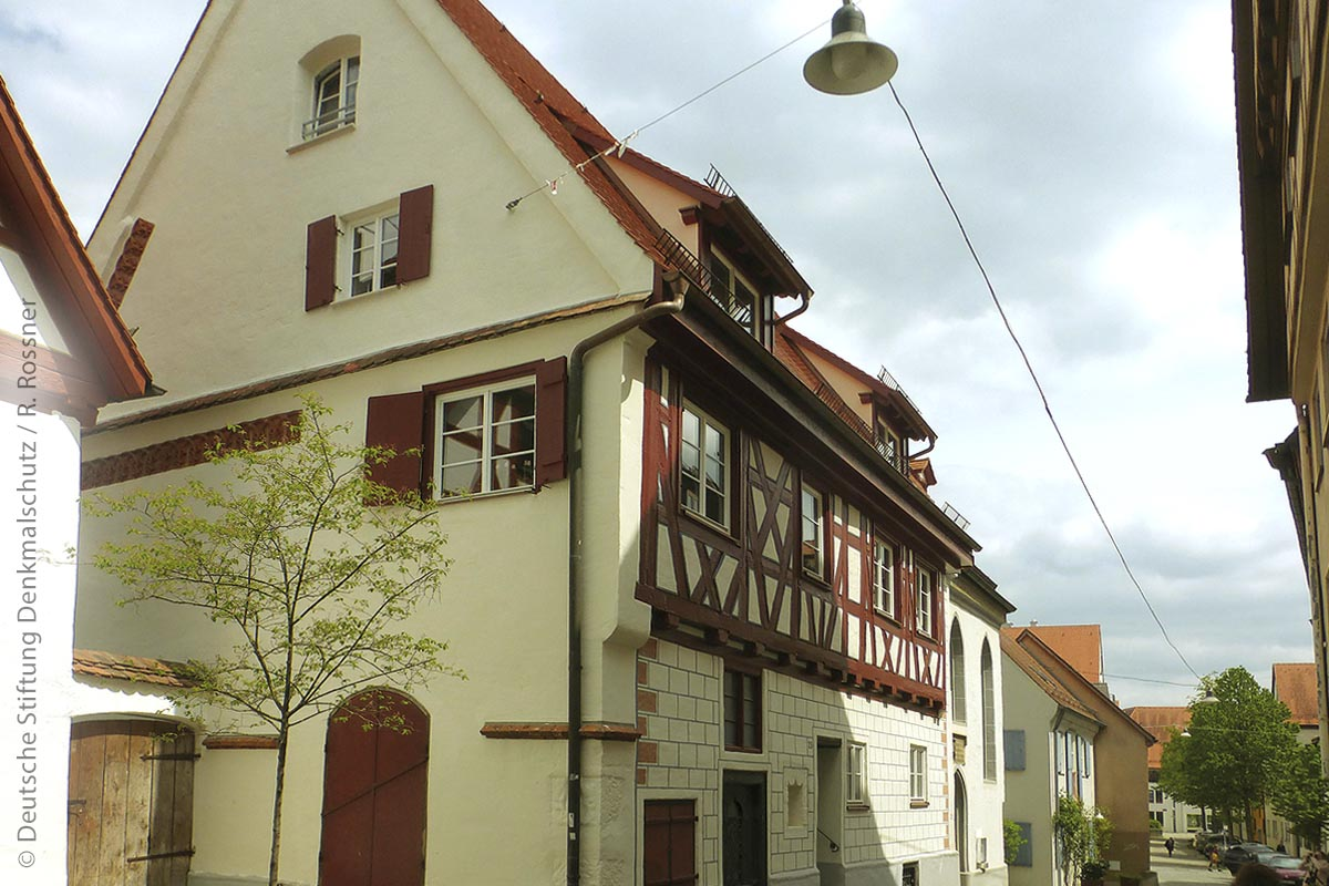 """Vorbildcharakter in Ulm: Mit der systematischen Sanierung des Stadtteils """"Auf dem Kreuz"""" hat die Innenstadt attraktiven Wohnraum gewonnen."""