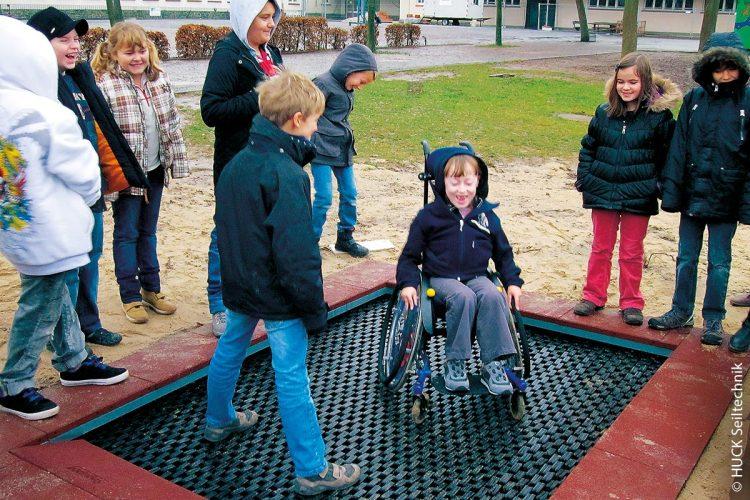 Barrierefreier Spielspaß samt Trampolin-Einweihung: Die Inklusion fängt schon bei den Kleinsten an. Und alle haben dabei ihren Spaß.