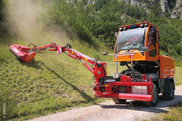 Die Rolba 500 von Zaugg ist eine selbstfahrende Schneefrässchleuder, die mit angebautem Auslegermäher bei der Grünpflege zum Einsatz kommen kann.