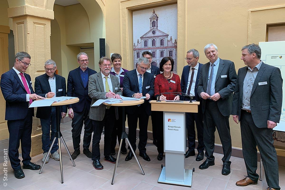 Rastatt: Für eine Wende der steigenden Verkehrszahlen haben insgesamt zwölf Partner unter der politischen Leitung des Verkehrsministeriums Baden-Württemberg den dritten Mobilitätspakt im Land unterzeichnet.