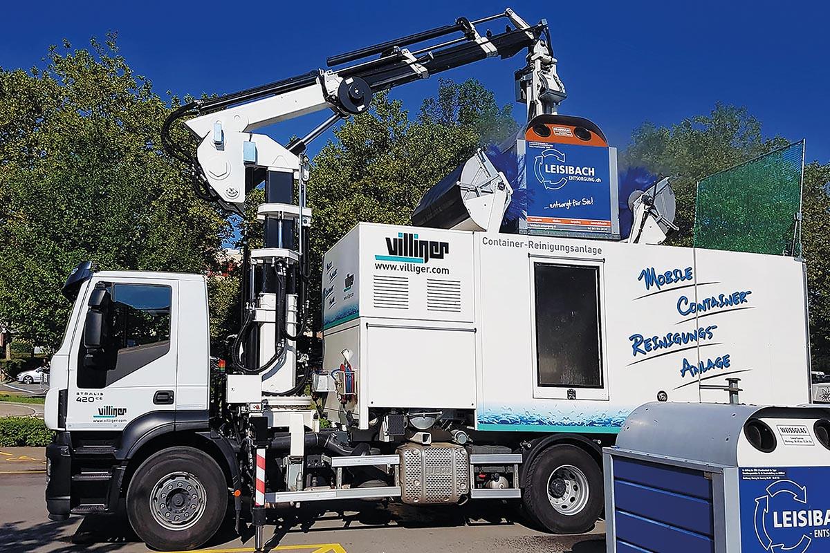 Eine sehr praktische Lösung für Entsorgungsunternehmen ist die mobile Reinigungsanlage für Container samt Speed-Lifter-Kran.