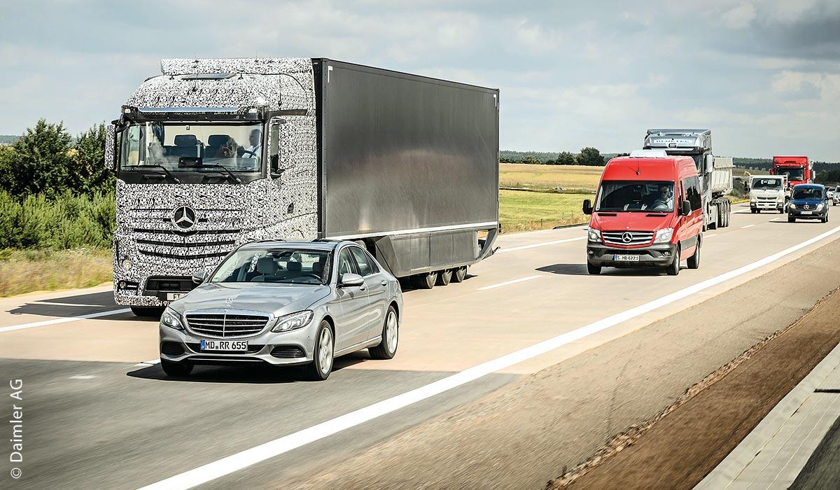 Mit dem in einem Mercedes-Benz Actros eingebauten Highway Pilot wurde das autonome Fahrsystem schon mehrfach erfolgreich auf öffentlichen Straßen getestet.