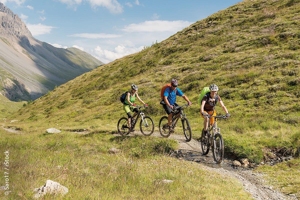 Erwiesen ist, etwa 90 Prozent aller Mountainbiker fahren gerne Touren und genießen dabei Natur und Landschaft.