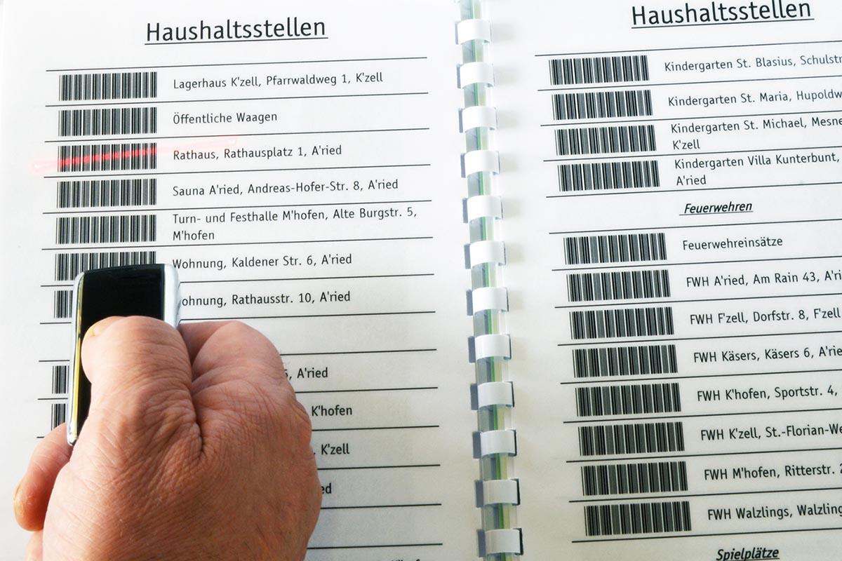 Vereinfachte Kostenstellenerfassung bei der Gemeinde Altusried: Mit Barcodebuch und mobilem Mini Handscanner lassen sich Aufträge schnell und problemlos dokumentieren.