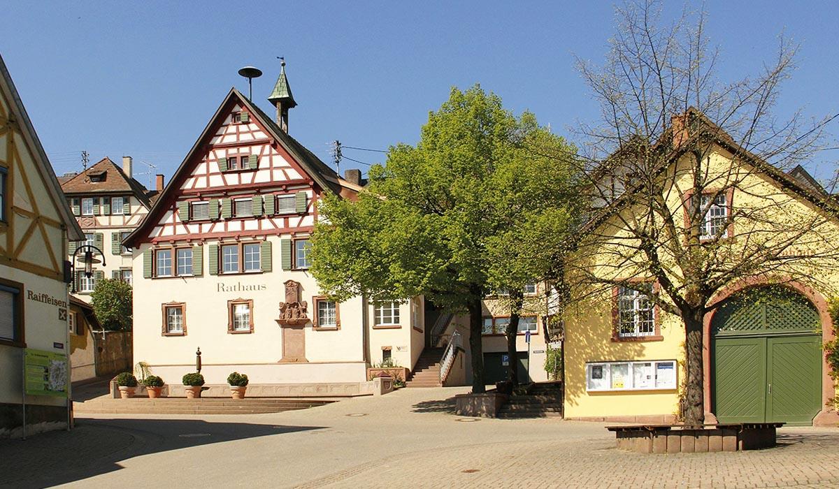 Außen Tradition, innen Innovation: Auch im Rathaus von Bahlingen wird die Zeiterfassung weitgehend papierlos bewerkstelligt.