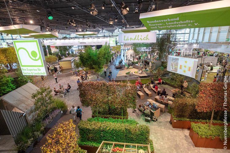 Die GaLaBau ist Branchentreff der Landschaftsgärtner. Zuletzt fand sie 2018 in Nürnberg statt. Auf die 24. GaLaBau müssen Interessierte leider nun doch bis September 2022 warten – ein Alternativkonzept für 2020 ist in Planung.