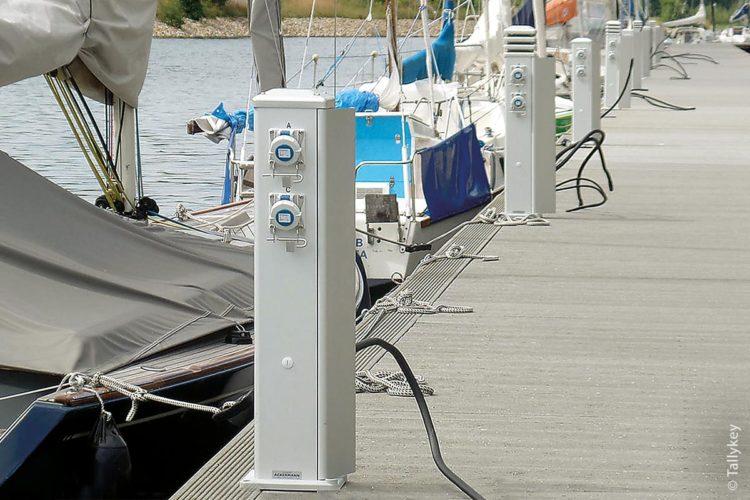 TallyKey-Systeme sind benutzerfreundliche Versorgungssäulen für elektrischen Strom an See- und Jachthäfen. Einige Modelle dieser Versorgungssäulen können auch einen Wasseranschluss beinhalten.