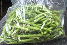Auch für kleinteiliges Gemüse wie Bohnen sind die Hemdchen-Tüten sehr praktisch und hygienisch.