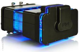 Proton Motor Fuel Cell hat sich auf modulare und standardisierte Wasserstoff-Brennstoffzellen spezialisiert. Der Brennstoffzellen-HyRange-Extender für batterie-elektrisch angetriebene Nutzfahrzeuge und Busse ist eine wirkungsvolle Unterstützung für Anwendungsbereiche, bei denen die vorhandene Batteriekapazität für die Betriebsanforderungen nicht ausreicht.