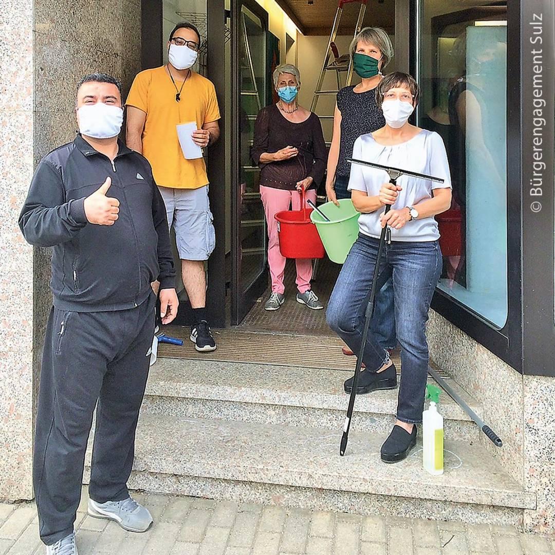 Ehrenamtliche sorgten derweil für die Hygiene in Sulz am Neckar.