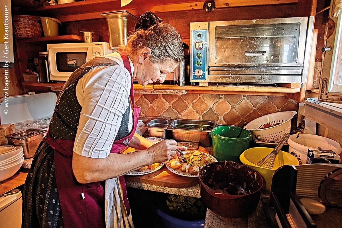 Wenngleich vegetarisch, die Hauswirtschaftsmeisterin Silvia Beyer kocht am liebsten Gerichte aus ihrer Kindheit, die sie leicht modernisiert.